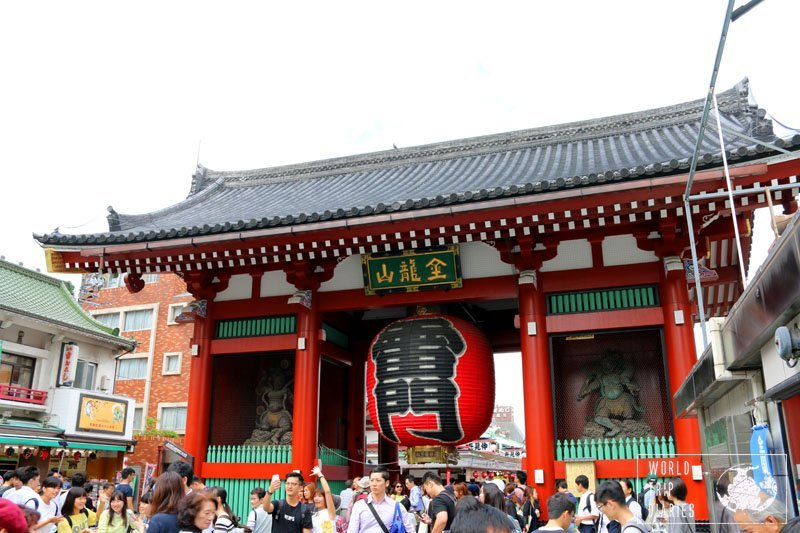 This is Kaminari-mon, the gates of Asakusa. We visited it with our kids. Click to see more!