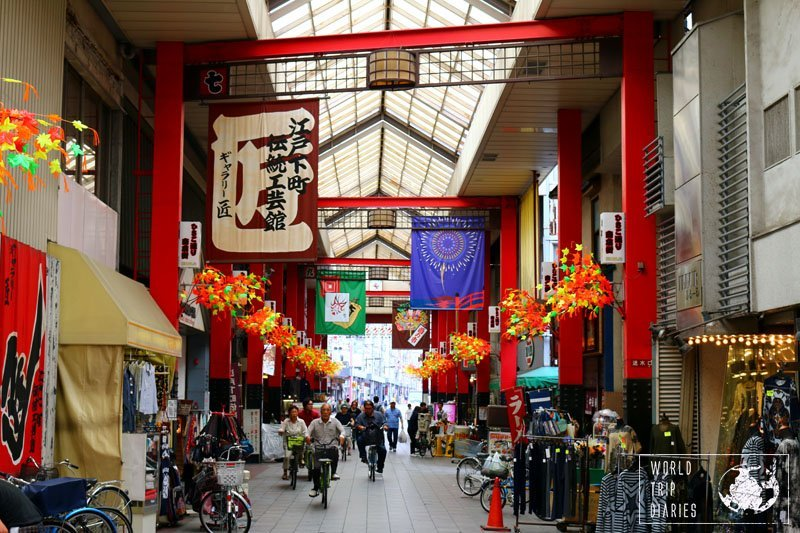 One of the best things in Asakusa is to wander around the many, many stalls and little traditional stores in the area. They are beautiful and many offer many treasures.