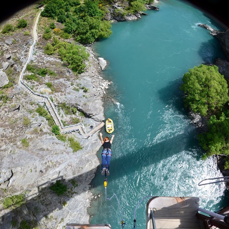 Bungy jumping becomes a little bit more attractive when it's over the waters of the incredible Kawarau River, in Queenstown. Find out more!