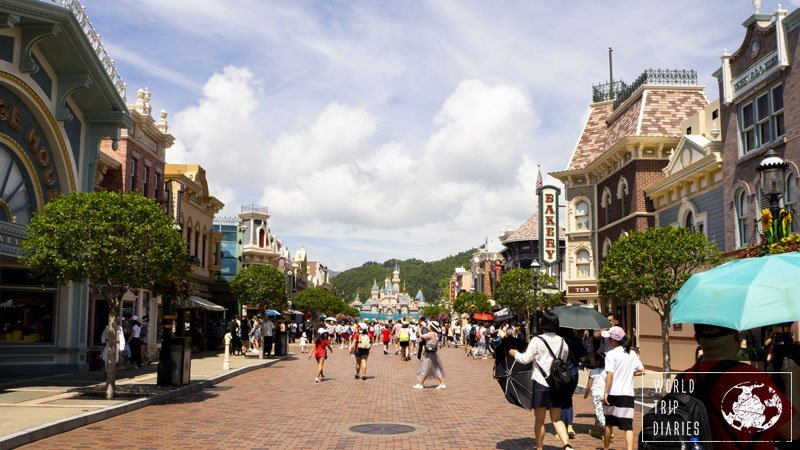 Main Street USA opens up before official park hours so you can do your shopping and meet a few characters before going for the rides.