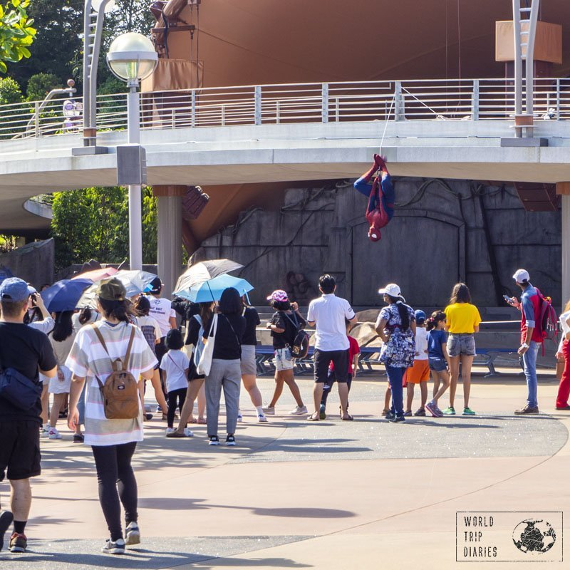 Some of the characters at Disneyland Hong Kong don't actually stop for photos and greetings, and Spiderman was one of them. A bit sad, isn't it?