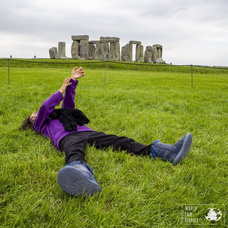 Even though it's the super famous Stonehenge, the kids didn't find it very interesting and not even our mind provoking questions instigated their curiosoty. Still, there's plenty of grass for the kids to run around...