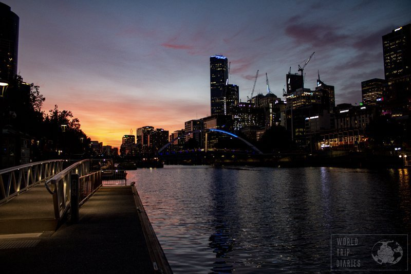 Sunset over the Yarra River, in the middle of the city of Melbourne, Australia. How prettier could one place get?