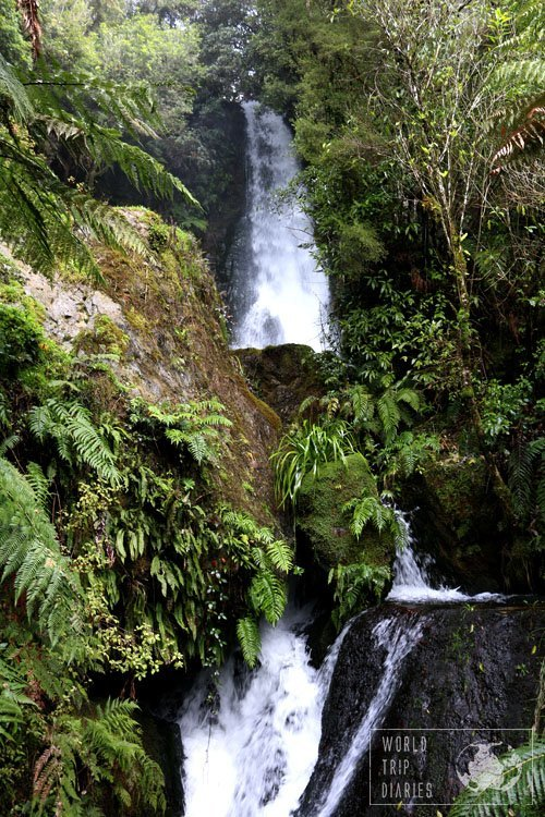 A lovely waterfall in the middle of the jungle of The Buried Village (Rotorua, NZ). We took the stairs to watch the waterfall from below - lovely thing!