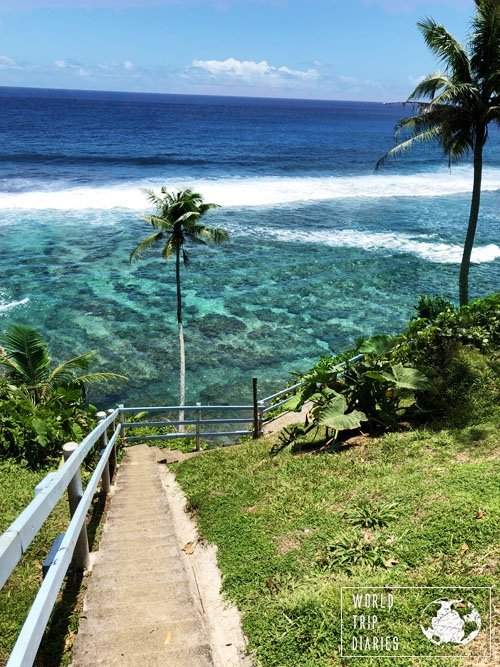 Stairs leading to To Sua beach, in Samoa. There are few places in the world that left us speechless, and Samoa was one of them. Find more about it!