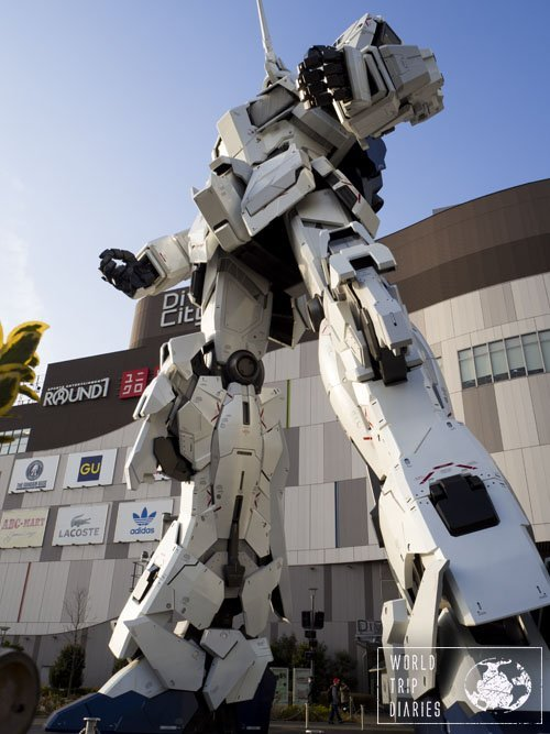 The white Unicorn Gundam robot standing in front of the mall in Odaiba, Tokyo. Fun times for families in Japan!
