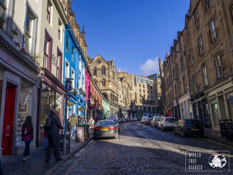 Victoria Street in Edinburgh (Scotland) is one of the most visited streets due to the Harry Potter saga. It was the inspiration for Diagon Alley, and it really is magical! Click for more!