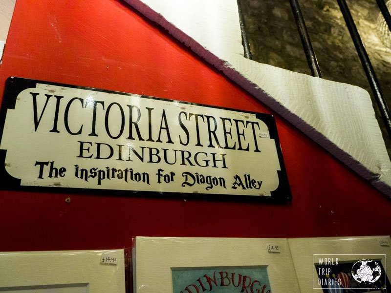 Harry Potter fans will love Victoria Street in Edinburgh (Scotland). It's said to be the inspiration for Diagon Alley. We visited it a few times with our kids - find out more about it here!