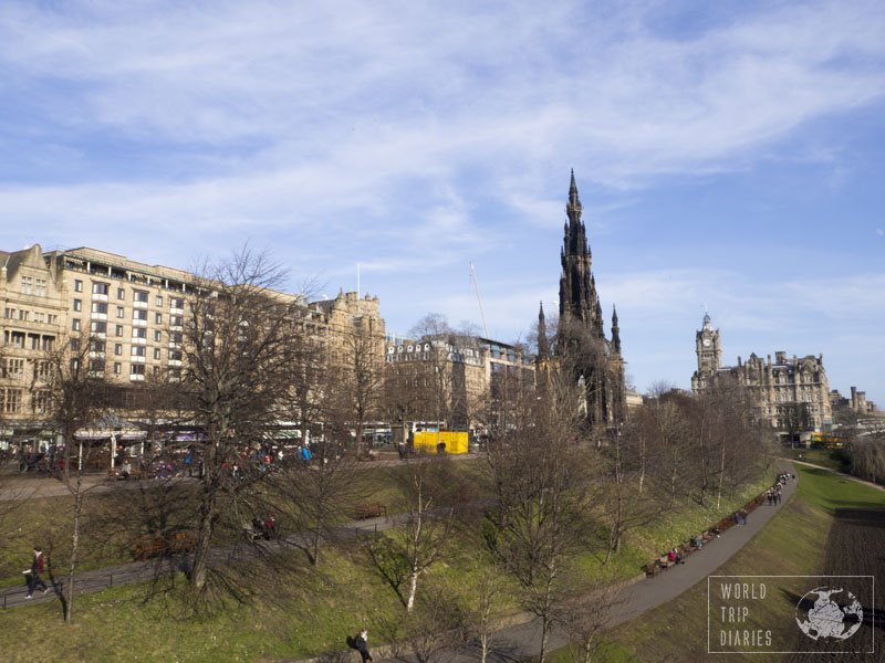 Scotland's capital, Edinburgh, is one of the most beautiful cities in the world. The medieval architecture, the lively vibe, everything makes it special for families! Click for more!