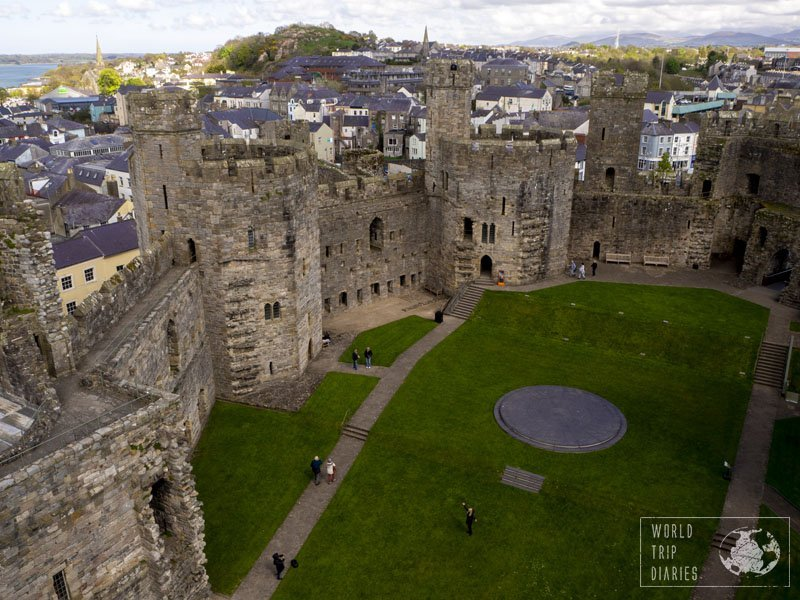 Caernarfon Castle is one of the biggest castles in Wales. It's stunning and it's highly family friendly, with lots to see and do! Click for more!
